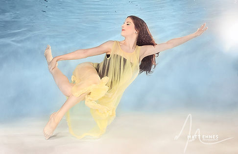 sarah underwater for web_mephotography-1