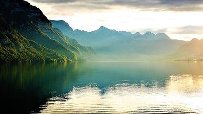 lake-2816802_1920.jpg