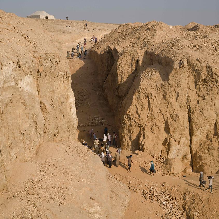Des carrières de Hatnoub au plateau de Giza: nouveau regard sur la construction des pyramides (1)