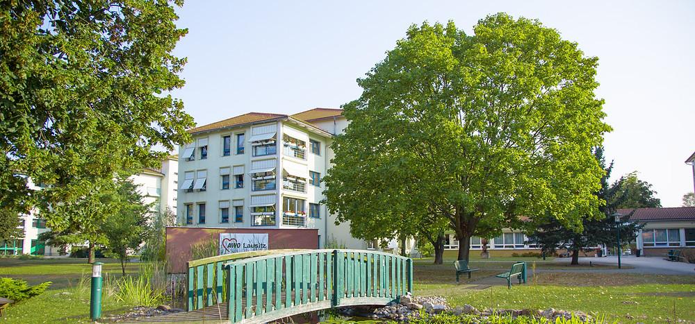 Eine Wohnanlage der AWO Lausitz, hier ist die Digitalisierung in der Pflege inzwischen gelebter Standard.