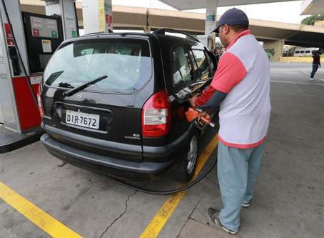 Em carros flex, precisaMOS alternar o combustível aos poucos?