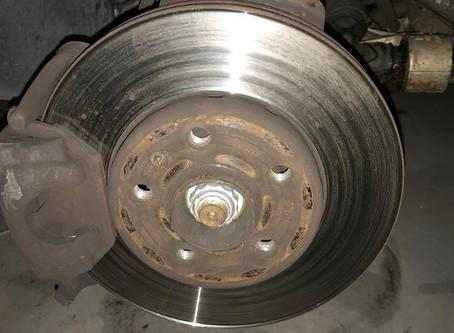 devemos Trocar os discos de freio sempre que for trocar as pastilhas?