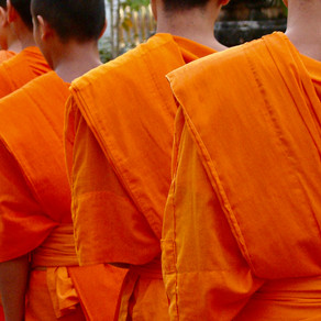 Giving alms in Loas
