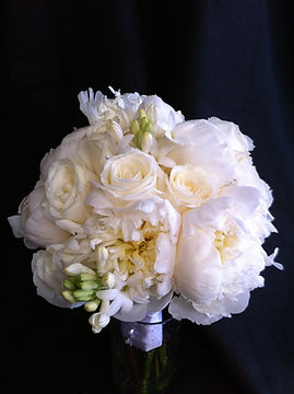 white wedding bridal flowers bouquet