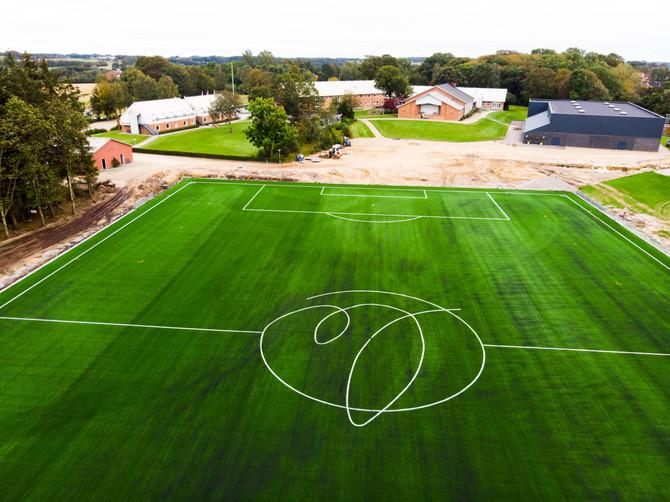 Reception: Levring Efterskole åbner kunstgræsbane og Goal Station