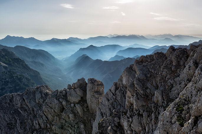 adventure-alps-beautiful-552785.jpg