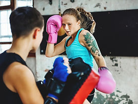 Kickboxing_Female_Fitness-732x549-Thumbn