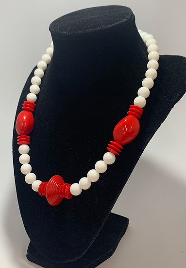 """Vintage White & Red Plastic Bead Necklace 19"""""""