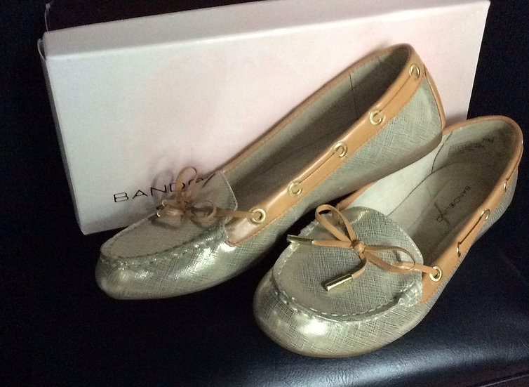 NIB Womens Bandolino Shiny Gold Slip On Bewitch Moccasin size 7.5M