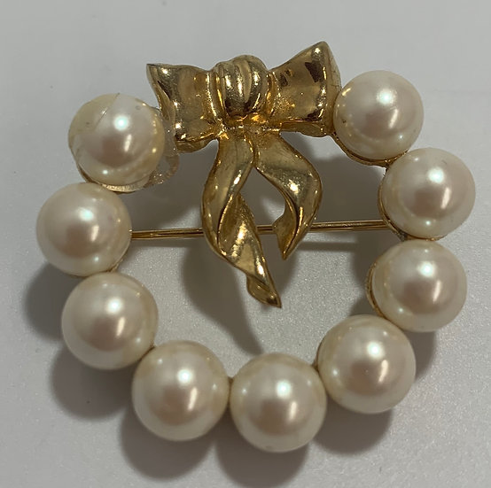 Marvella Vintage Faux Pearl Gold Tone Ribbon Brooch/Pin