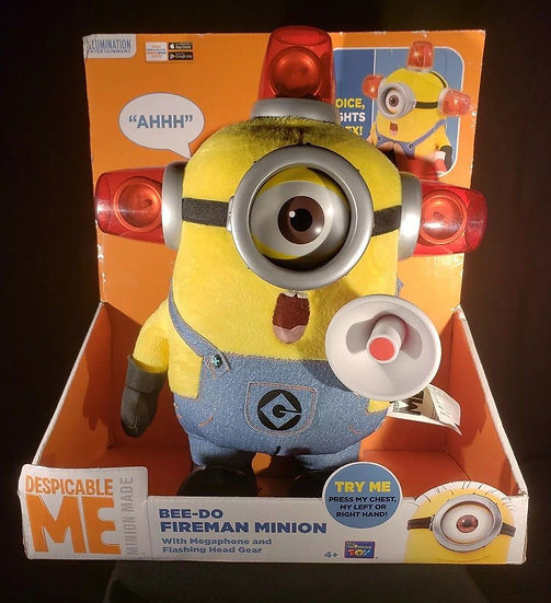 "NIB DESPICABLE ME ""BEE-DO FIREMAN"" MINION PLUSH W/MEGAPHONE FLASHING HEAD GEAR"