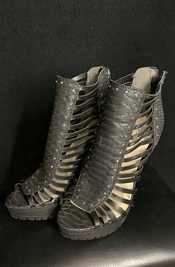 NEW Bar III Epic2 Black Strappy Textured Studded Back Zip Peep toe Platf