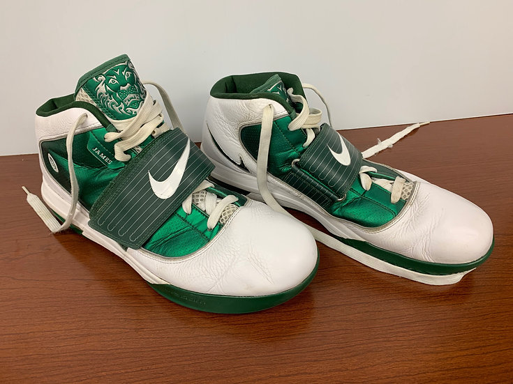 RARE Nike LeBron James Witness Men's Basketball Tennis Shoes Green and W