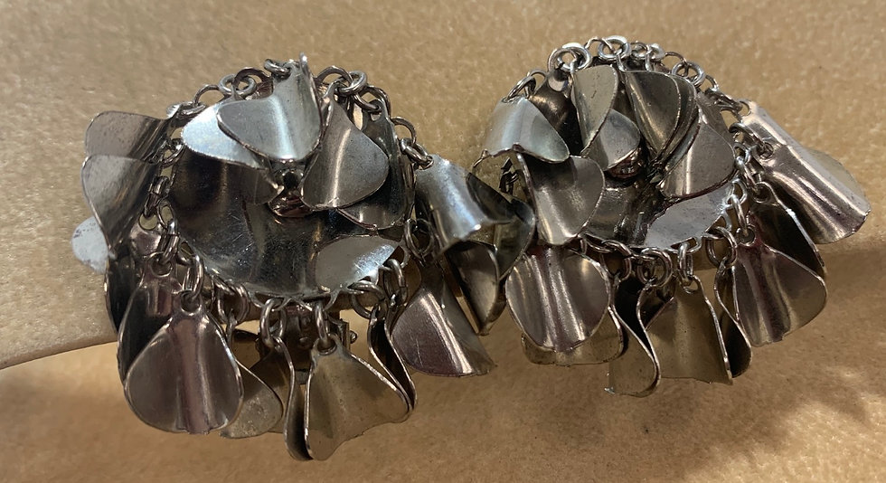 Vinatge Silver Tone Metal Round Dangles Clip On Earrings