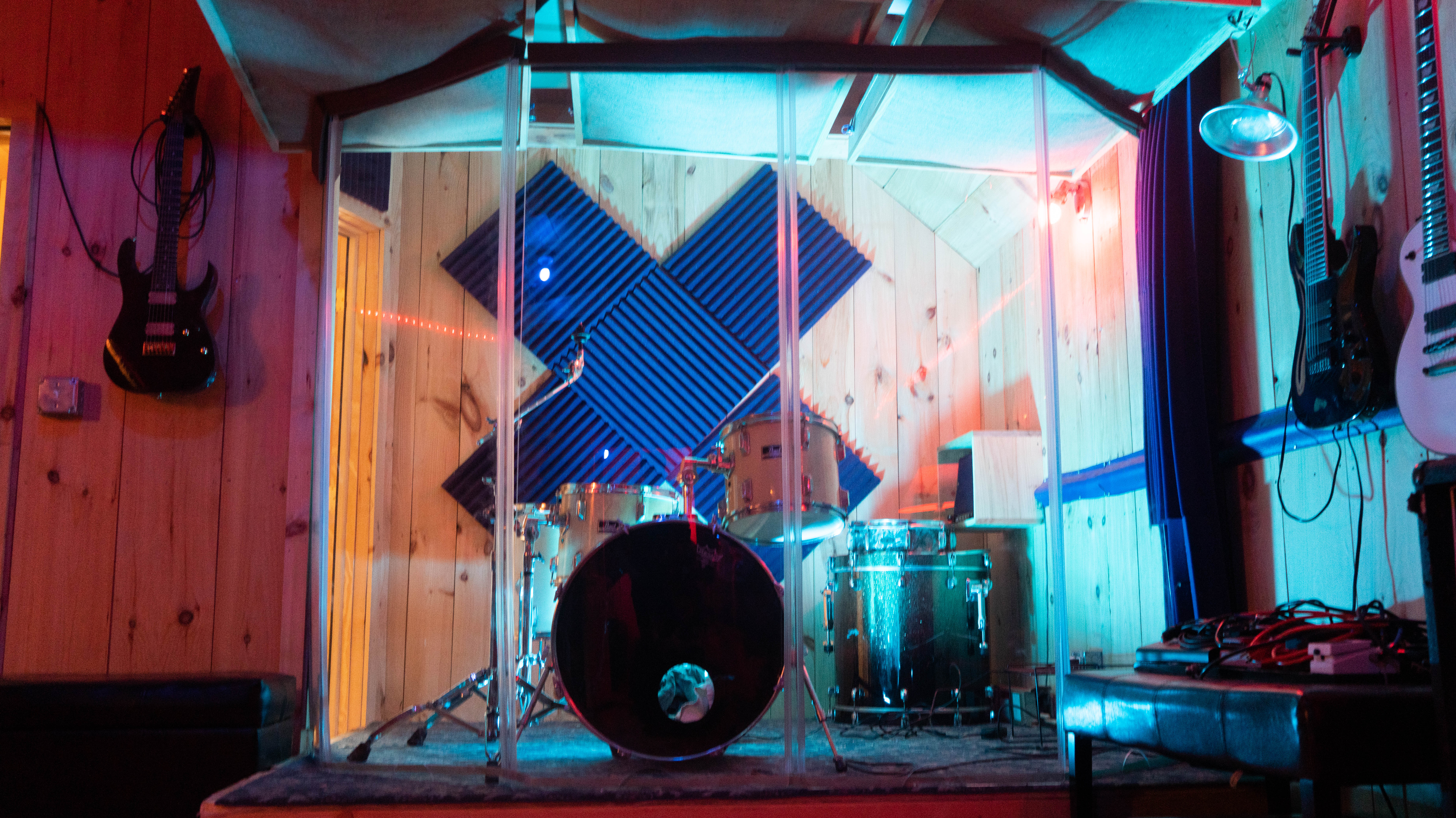 ISOLATED DRUM ROOM
