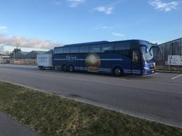 Bus med 2 ton Trailer