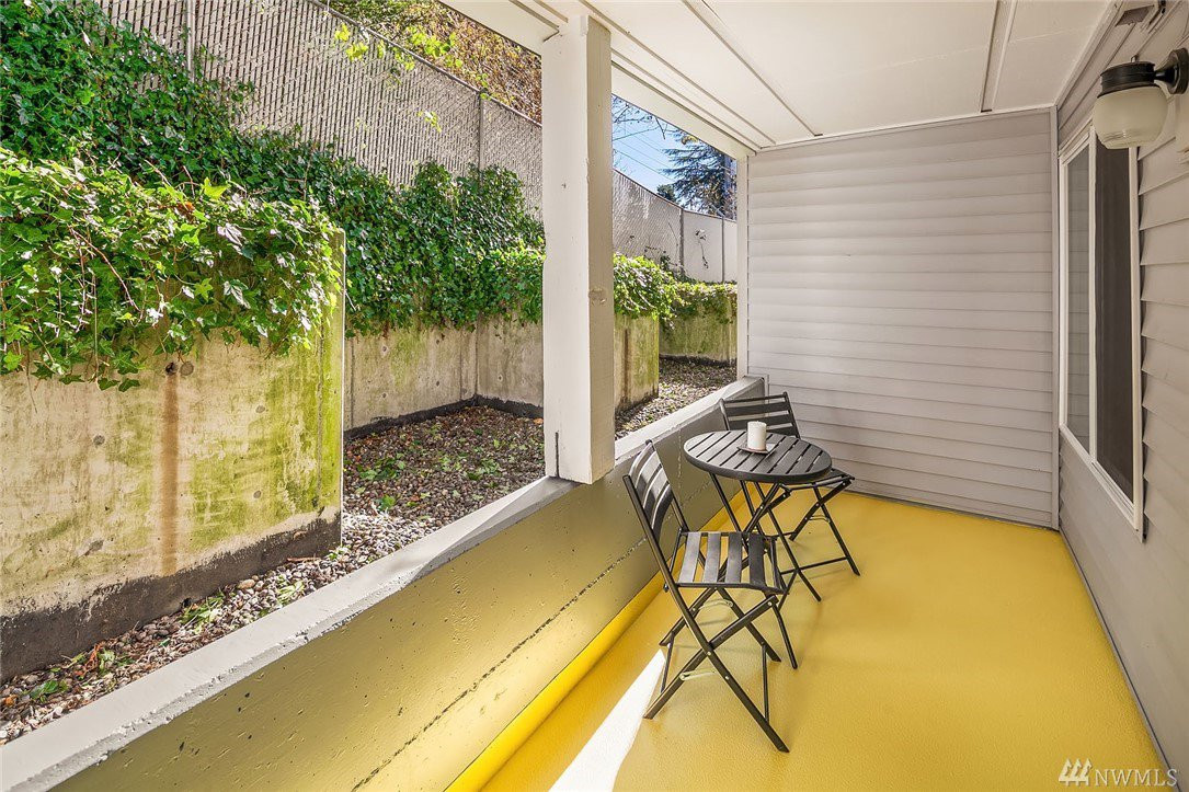 Two private, fully-covered deck – perfect for fun and entertaining