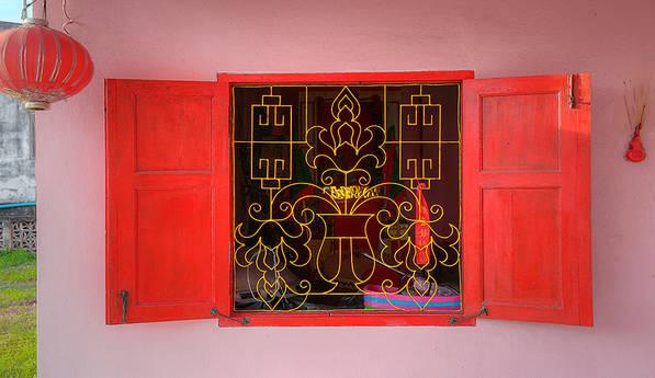 Temple.Window.Saphli.4Sep2013.jpg