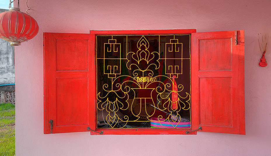 Temple.Window.Saphli.4Sep2013.jpg