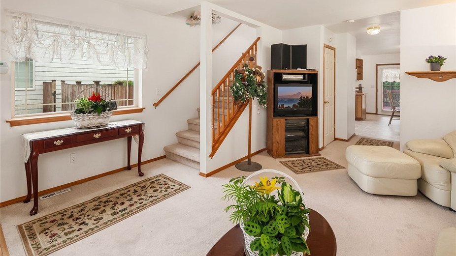 Warm and inviting living room that leads you into the dining area and kitchen...