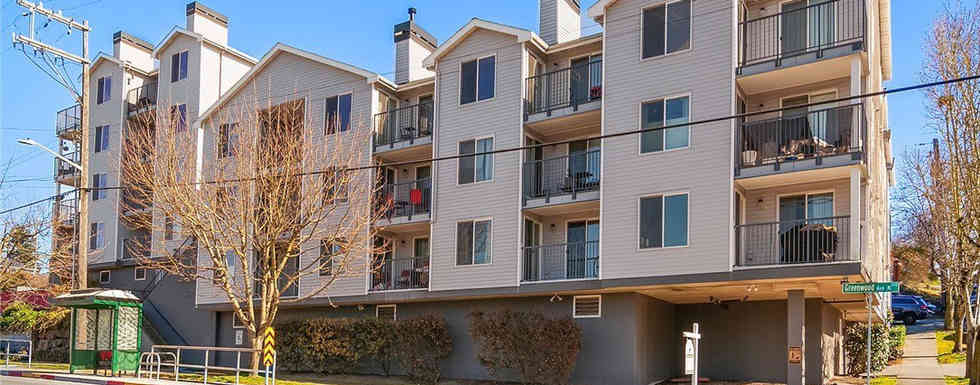 Light filled, spacious condo with walk-score 82 and easy access to all the fun cafes, pubs, shopping and parks, in the heart of vibrant Greenwood....