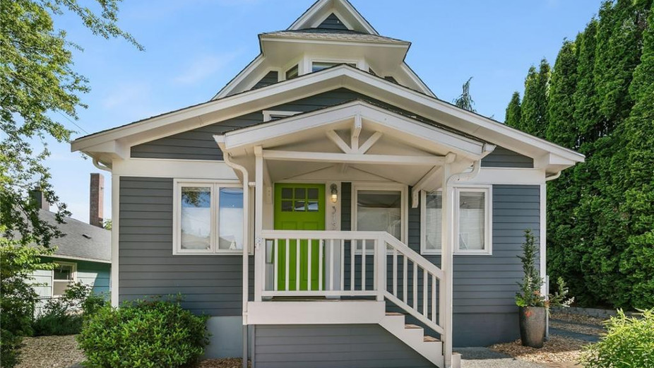 Sunny, gorgeously updated storybook home on top of the 'ridge', with views of Greenlake and the Cascades, and 83 Walkscore!