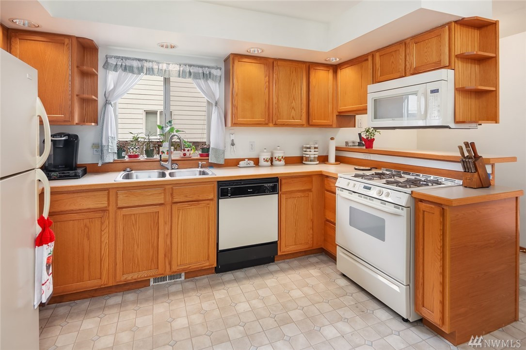Large kitchen with all the modern amenities and gas range