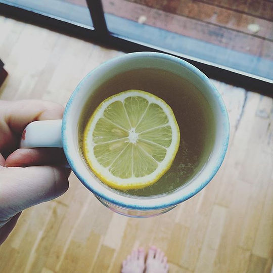 The only way to start the day for me is with hot water and lemon 👍 I've been doing this everyday pr