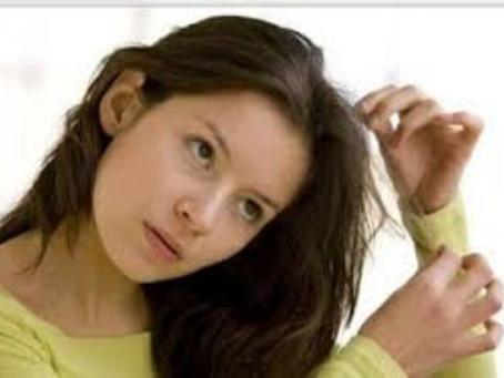 Como controlar mania de mexer no cabelo?