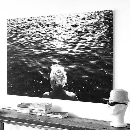 Paphos, un homme regarde la mer