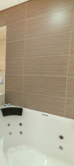 Room 514 Bathroom_edited_edited.jpg
