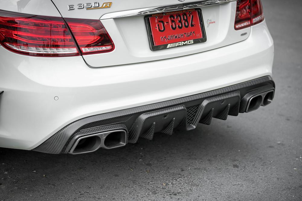 งาน Dry Carbon Fiber ผ้าอิตาลีสำหรับดิฟฟิวเซอร์ Mercedes E-Class Cabiolet'
