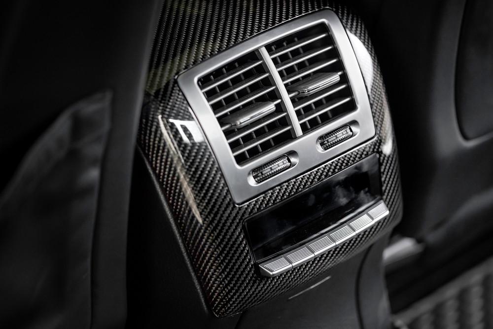 งานปูผ้าอิตาลีคาร์บอนไฟเบอร์ใน Mercedes-Benz S-Class W221