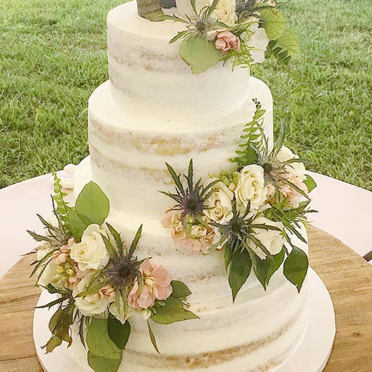 Four tiered alternating white & strawber