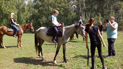Прогулка на лошадях.jpg