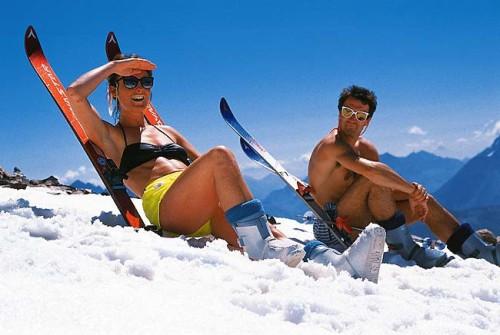 Раздетые на снегу