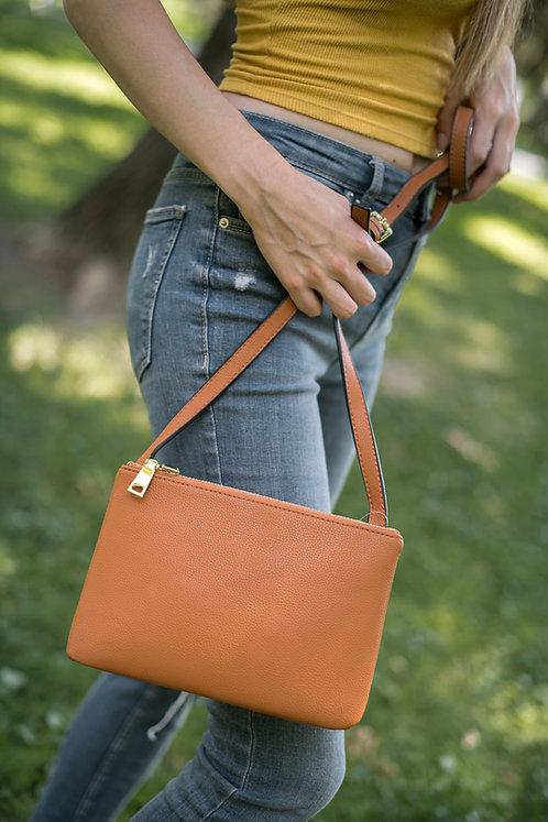Малка кафява дамска чанта от мека изкуствена кожа