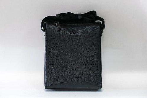 Черна мъжка чанта от естествена кожа с дълга дръжка и ципове