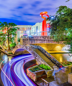 texas-san-antonio-river-walk-night
