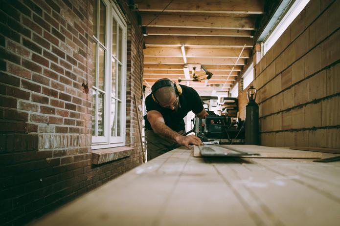 Persoonlijke bedrijfsfotografie meubelontwerper timmerman