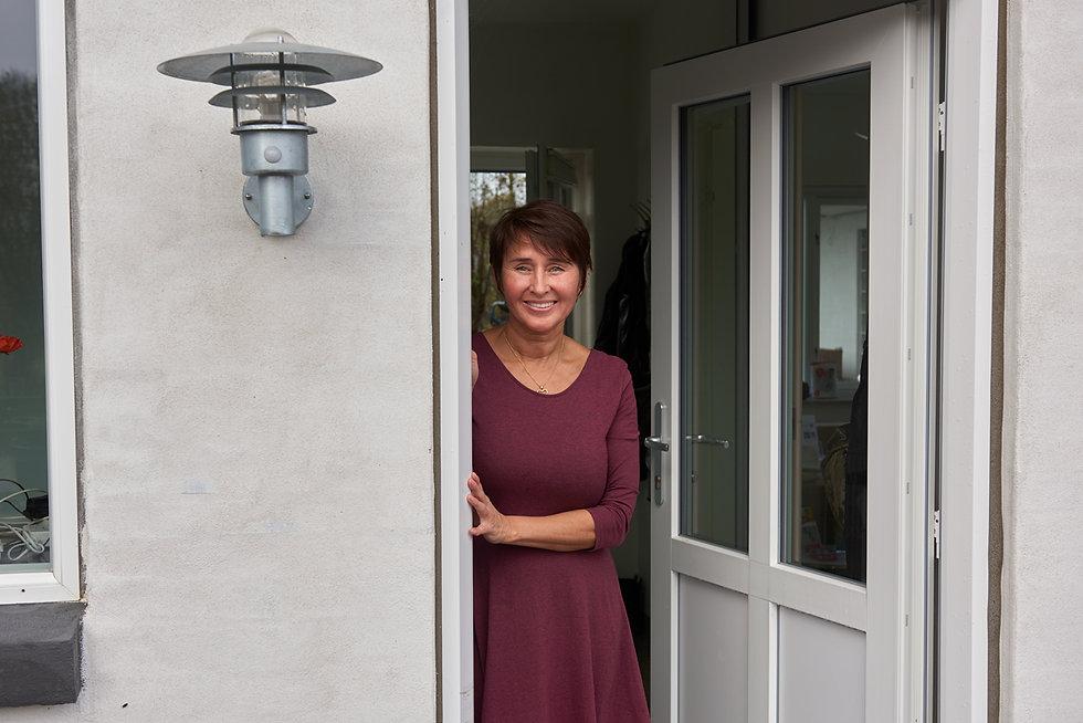 Carina Marie Bøttger byder velkommen til klinikken Zoma Terapi i Middelfart