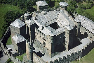 Aosta Castillo de Fenis - Excursión tour por Aosta - Liudmila, guía turística oficial en Italia, excursiones - es.italtour.org