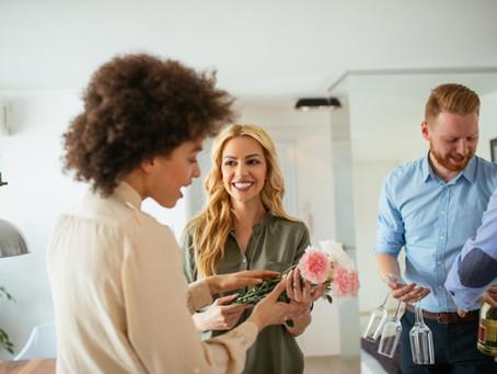 Como receber convidados em casa sem errar