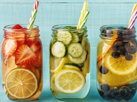 Como preparar águas aromatizadas e encantar seus convidados