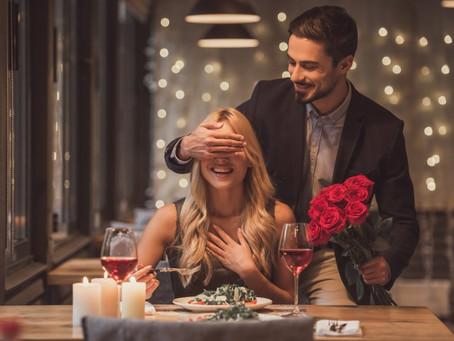 Como surpreender a pessoa amada com um jantar romântico