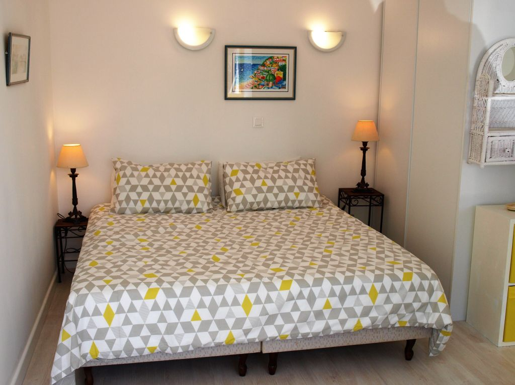master bedroom -king size bed or twin beds