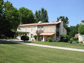 Rental farmhouse cottage near Bordeaux, Poitou Charente