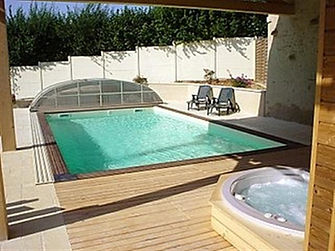 private holiday rental with pool, hot tub, sauna in Vendee
