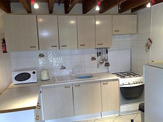 gite 2 kitchen area