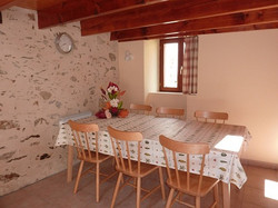 Cottage-dining-area-R